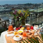 Petit-déjeuner balcon