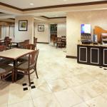 Photo de Holiday Inn Express Hotel & Suites Dallas Park Central Northeast