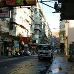 ホテル前の街並み