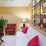 Photo de Holiday Inn Express Hotel & Suites Washington DC-Northeast