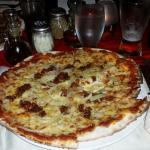 pizza con cipolla e carne