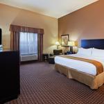 Photo de Holiday Inn Express Hotel & Suites Houston-Alvin