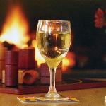 Prenez un verre devant le feu de cheminée