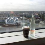 Vue sud du 15ième, avec la boisson de bienvenue, offerte, et le café du breakfast.