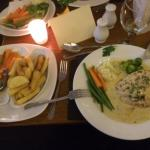 Pan fried chicken with chefs garlic sauce, with fresh vegetables and homemade chips