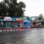 places to eat on Beach Road