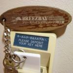 お部屋の鍵はオートロック式ではありません。