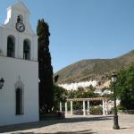 Церковь и горы