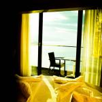 Schlafzimmer mit Blick auf Balkon