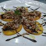 Calamari su bruschetta di polenta
