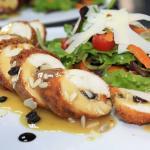 Κοτόπουλο γεμιστό με τσένταρ, ξινόμηλο και μεσογειακούς ξηρούς καρπούς...Strada Restaurant!!