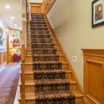 Center Stairway