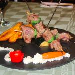 Skewer with beef and fried plantains
