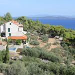 View to the villa and surrounding area
