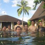 Kolam renang di depan lobby