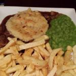 Steak Pie, Chips & Peas