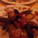 Muy ricos y cálidos platos en un entorno más que amigable.
