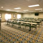 Photo de Holiday Inn Express Hotel & Suites Madison-Verona