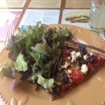 Tarta berenjenas y ensalada verde