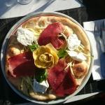 Très agréablement surpris..aujourd'hui pizza du jour...Très bonne, étaient cuite.. Nouveau à la