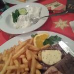 Steak Teller mit Zaziki und Orestis Teller