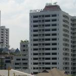 ナナ駅から見たホテル