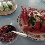 Lobster laut. 75rb = 6 ons. Rumah makan pondok bambu, pantai rancabuaya