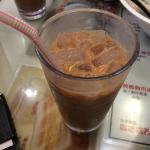 珈琲の中に紅茶を入れたドリンク