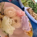 ชุดเส้นขนมจีน สีสันสดใส ทำจากสีธรรมชาติค่้ะ