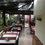 La terraza cubierta, area del buenísimo desayuno