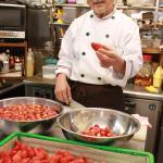 ご近所の苺農家さんから仕入れる苺は、朝食のデザートやジャムに使います。香りが違います。
