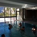 Interno della piscina con corso per neonati