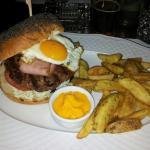 Family burger, Family, Voula