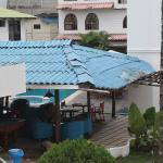 Hotel Ninfa visto desde la entrada principal, área de piscina.