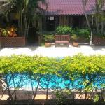 Vista do apartamento para a piscina