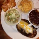 Veg platter: mac'n'cheese, red beans/rice, baked pot, and apple medley