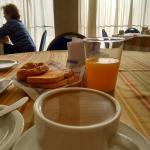 desayuno es servido en la mesa