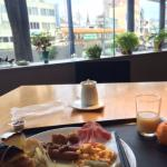 朝食。外の景色を眺めながら、ゆっくりの朝ができてよかったともいます。乳酸ドリンクが美味しかった。