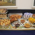 Aamiaispöytää