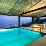 swimming pool sea view