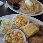 Photo de Chicago's Home of Chicken and Waffles