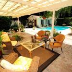 Breakfast is served. Relax in porch swing or poolside and walking distance to Downtown Yuba City