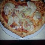 pizza a forma di cuore , fatta  dal pizzaiolo Edoardo
