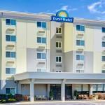 Days Hotel 5 Story Hotel