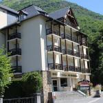 Façade de l'hôtel avec sa terrasse.