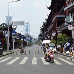 Divertida calle comercial en Shanghai