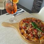 Great pizza with Aperol Spŕitz!