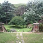Vista a los jardines desde la entrada de la Casona