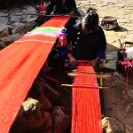 当地村民手工织布