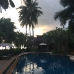 Poolbereich kurz vor Sonnenuntergang